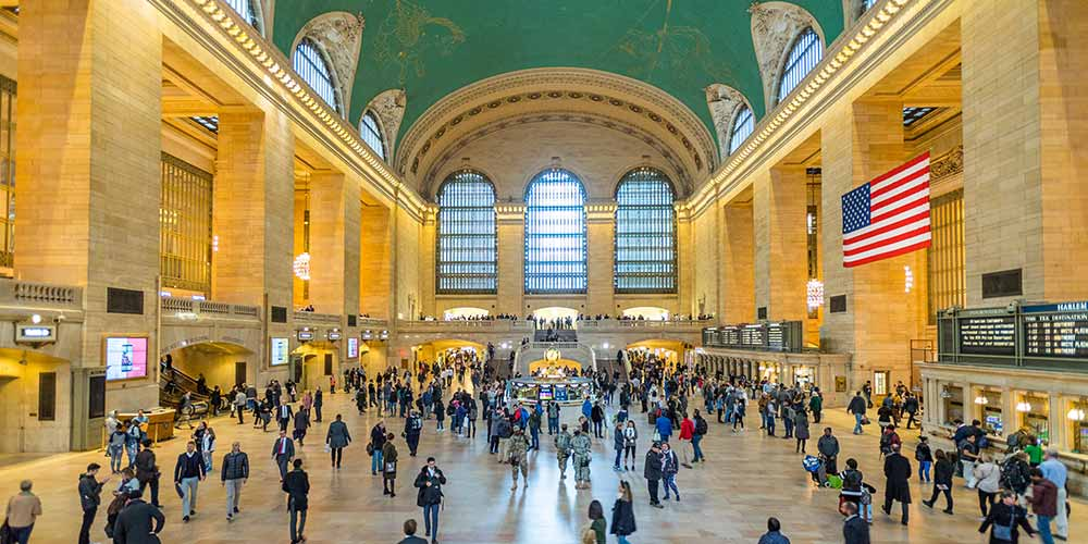 Timelapse of Grand Central Terminal during lunch hour